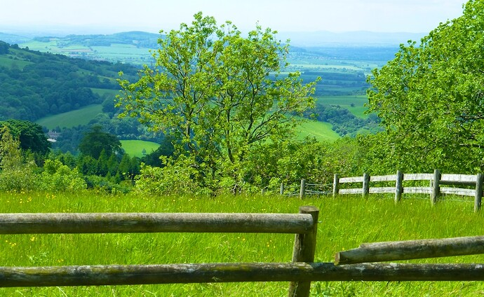 English-countryside-in-the-Cotswolds-near-Broadway.jpg
